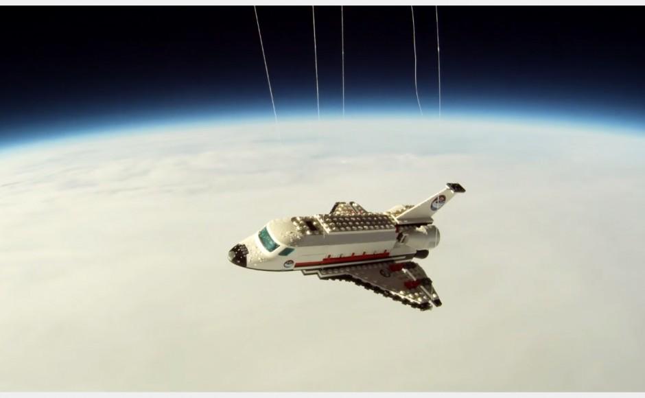 Wahadłowiec z klocków lego poleciał w kosmos