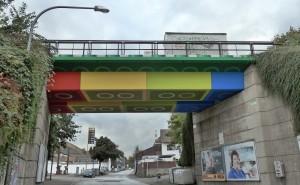 """W Niemczech """"zbudowano"""" prawdziwy most z klocków"""